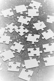 Paces dispersadas del rompecabezas Fotos de archivo libres de regalías
