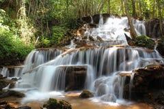 Pacharenn-Wasserfall in Tak Thailand lizenzfreie stockfotos