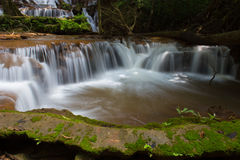 Pacharenn-Wasserfall in Tak Thailand lizenzfreie stockbilder