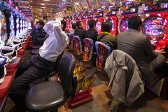 Pachinko uprawia hazard grę Japonia, Osaka - obrazy stock
