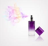 Pachnidło butelki opryskiwanie barwiący perfumowanie obrazy royalty free