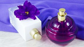 Pachnidło z kwiecistym perfumowaniem obraz royalty free