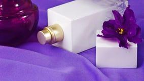 Pachnidło z kwiecistym perfumowaniem zdjęcie royalty free