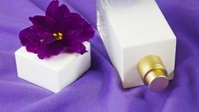Pachnidło z kwiecistym perfumowaniem obraz stock