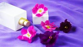 Pachnidło z kwiecistym perfumowaniem obrazy royalty free