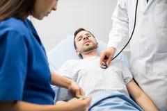 Paciente assustado nas urgências imagem de stock