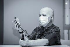 Paciente da queda de cabelo após a quimioterapia foto de stock royalty free