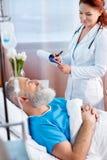 Paciente de consulta do doutor fotografia de stock royalty free