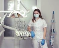 Paciente de espera do dentista fêmea fotos de stock royalty free