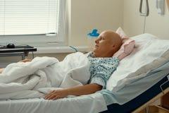 Paciente de la mujer con el cáncer en hospital imagen de archivo