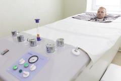 Paciente em uma câmara de pressão imagens de stock royalty free