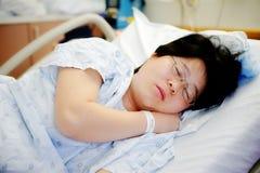 Paciente en dormir de la cama Fotografía de archivo libre de regalías