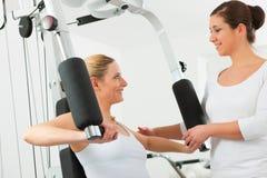Paciente en la fisioterapia Fotografía de archivo libre de regalías