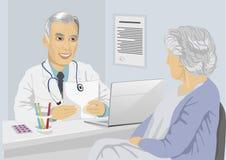 Paciente fêmea superior que tem a consulta com o doutor maduro no escritório ilustração royalty free
