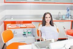 Paciente feliz na clínica stomatological Fotos de Stock