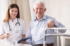 Paciente idoso de visita fotos de stock royalty free