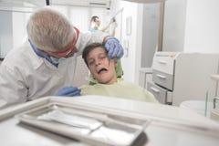 Paciente joven del muchacho en el dentista Imágenes de archivo libres de regalías