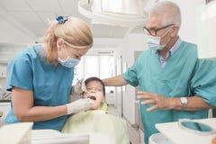 Paciente joven del muchacho en el dentista Fotografía de archivo libre de regalías