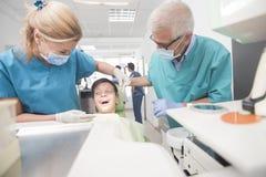 Paciente joven del muchacho en el dentista Imagen de archivo libre de regalías