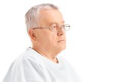 Paciente masculino maduro que mira en la distancia Fotos de archivo