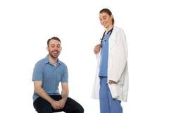 Paciente masculino y el doctor de sexo femenino Smiling Imagenes de archivo