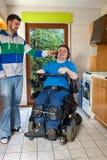 Paciente novo da paralisia cerebral que escuta a música fotografia de stock royalty free