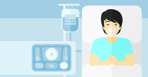 Paciente que miente en cama de hospital Fotografía de archivo libre de regalías
