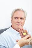 Paciente que rechaza tomar la medicina Imágenes de archivo libres de regalías