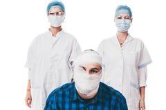 Paciente y sus doctores Imágenes de archivo libres de regalías