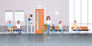 Pacientes de la raza de la mezcla que esperan en la línea cola para cuidar la clínica médica del concepto de la atención sanitari libre illustration