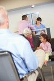 Pacientes na sala de espera do doutor fotos de stock