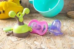 Pacificador y accesorios para recién nacido Fotografía de archivo libre de regalías