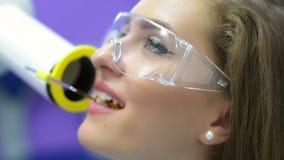 Pacjent Dostaje Stomatologicznego promieniowanie rentgenowskie zdjęcie wideo