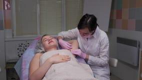 Pacjent jest uśmiechnięty podczas zastrzyków zbiory wideo