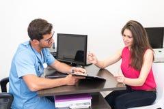 Pacjent ma konsultację z lekarką obrazy royalty free