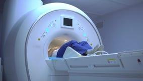 Pacjent podczas obrazowania rezonansem magnetycznym zbiory wideo
