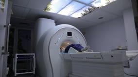 Pacjent podczas obrazowania rezonansem magnetycznym HD zdjęcie wideo