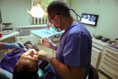 Pacjent przy dentystą Zdjęcia Royalty Free