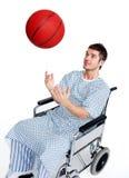 Pacjent w wózek inwalidzki ma zabawę Zdjęcie Royalty Free