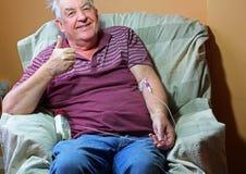 Pacjent z nowotworem Szczęśliwy i pełny nadziei na chemoterapii Fotografia Royalty Free
