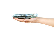 Pack von hundert Dollarscheinen in der Hand gehalten Stockfoto