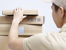 Packar som ska levereras royaltyfria foton