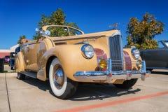 1941 Packard ένα μετατρέψιμο φορείο είκοσι Στοκ Εικόνες