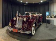 Packard douze, phaéton 1938, corps de Double-capot par Rollston à l'exposition dans le musée de voiture du Roi Abdullah II à Amma images stock