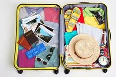 Packat bagage för familjsemester Royaltyfri Fotografi