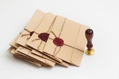 Packe av bokstäver med stämpeln Royaltyfri Fotografi