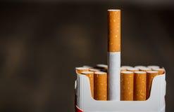 Packe av cigaretter Arkivfoto