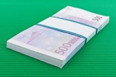Packe av 500 eurosedlar Royaltyfri Bild