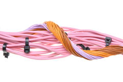 Packe av kablar med svarta kabelkontakter Arkivfoton