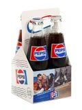 Packe av klassiska Pepsi glasflaskor arkivbild